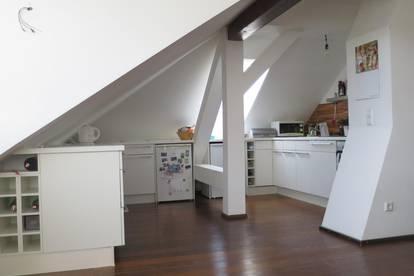 Anleger aufgepasst: Charmante Dachgeschosswohnung in Altstadtnähe!