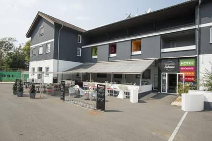 Hotel mit Gastronomie, Tennishalle und Reismobilplätze!