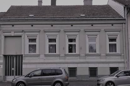 Althaus auf rechteckigem Grundstück!