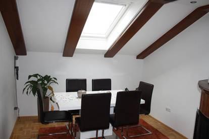 Modern, geräumig, fantastische Lage - DG Wohnung mit gewissem Extra!