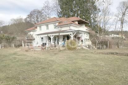 Ländliches Mehrgenerationen Haus mit großem Garten
