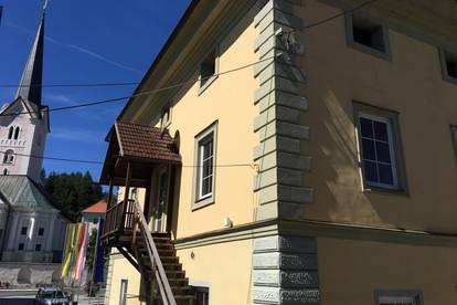 Attraktives Gewerbehaus inklusive Nebengebäude
