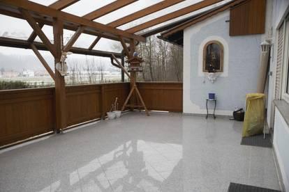 Große Zweifamilienresidenz mit traumhafter Terrasse