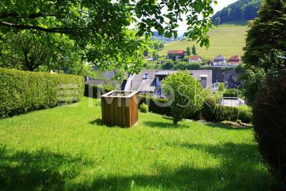 Bieterverfahren! Riesiger Garten mit großer Wohnung!