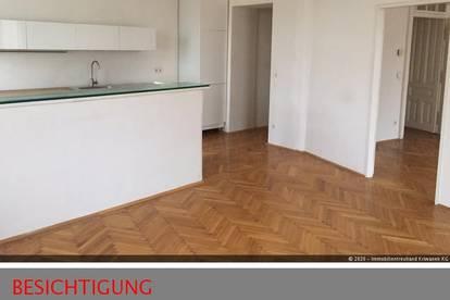 Altbau-Wohnung mit geräumiger Wohnküche und großem Schlafzimmer mit Blick auf U6