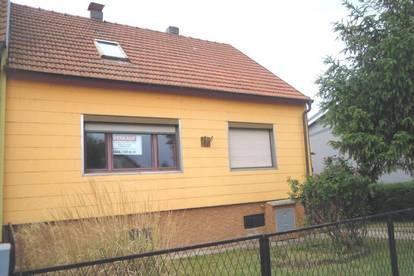 20 Minuten vor Wien! Einfamilienhaus mit gemauertem Nebengebäude sucht handwerklich begabten Bastler! Verkauf mittels Bieterverfahren!