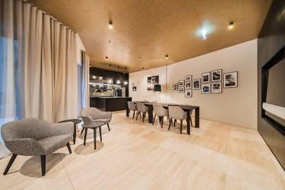 Top 2.30 - Elegante 3 Zimmer Dachgeschossmaisonette mit Kamin und 50m² Dachterrasse mit Rund um Ausb