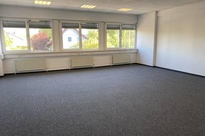 Büros mit 20,00m² - 1800m² in Hörsching.