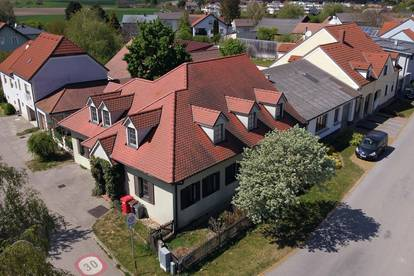 NEUER PREIS - GEMÜTLICHES ZWEIFAMILIENHAUS mit begrüntem romantischen Innenhof
