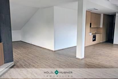 Lichtdurchflutetes Büro mit zwei Terrassen in Salzburg