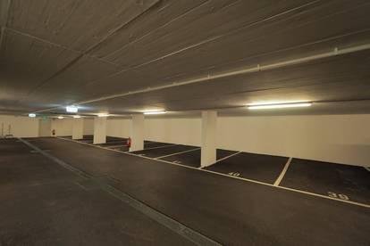moderne Parkplätze im Zentrum von Brunn am Gebirge
