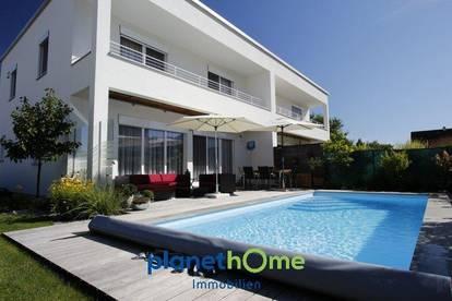 Moderne Doppelhaushälfte mit Pool