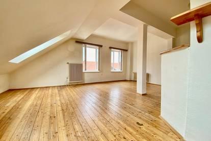 Wohnen im Grünen! Sehr schöne, sehr gut aufgeteilte 3 Zimmer Dachgeschoss-Wohnung zu vermieten!