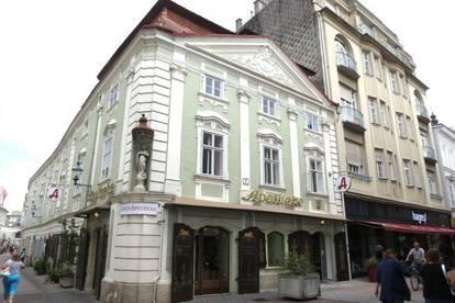 GESCHÄFTSLOKAL in einem historischen, denkmalgeschützten Gebäude in der KREMSER GASSE.