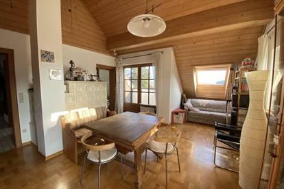 2-Zimmer-Dachgeschoß-Wohnung mit Seeblick