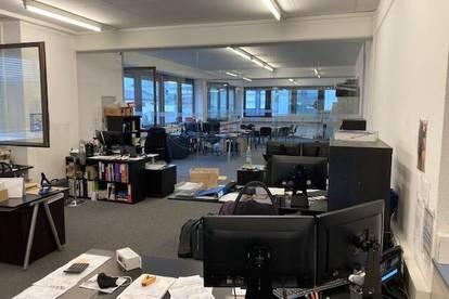 330 m2 Lagerfläche am Rand von Innsbruck in Frequenzlage, optional mit Bürofläche zu vermieten