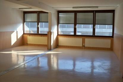 Schöne, helle Praxis-oder Büroräumlichkeiten im Zentrum von Linz sofort günstig zu Mieten!