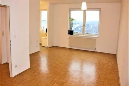 STIFT KLOSTERNEUBURG-Nähe; 49 m2 Dachgeschoss-Garconniere, Einzelwohnraum mit Komplettküche, Wannenbad, Parketten;