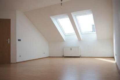 Schubertstraße! Sonnige Dachgeschoßwohnung, 56 m² WNFL, 2 Zimmer, sofort beziehbar! Ohne Lift! Top 18