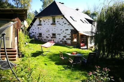 Haushälfte mit Eigengarten+ Wintergarten in traumhafter Natur, 70 m² WNFL, ca. 370 m² Grundfl., inkl. Küche, Holz.-Geräteschuppen