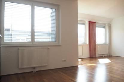 Palais Bismarck! Großzügige Zweizimmerwohnung, 88 m² WNFL + Balkon im 6. Liftstock, neben Palais Kaufm. Verein! Top 19