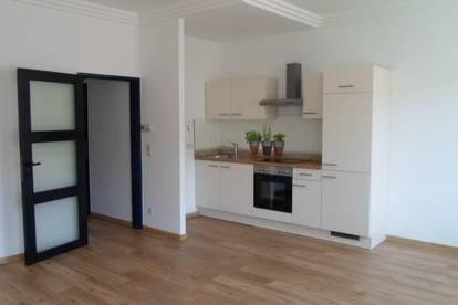 Köglstraße:Single/Paar: Gepflegte, hübsche Wohnung, ca. 39m2 WNFL, 2 Räume, ablösefreie Küche, Erdgeschoß