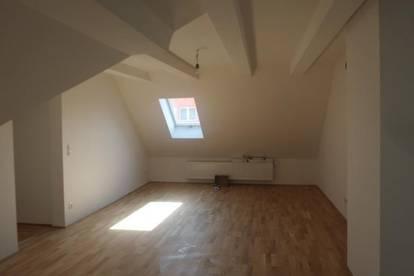 Neu renovierte 75m2 Dachgeschoßohnung in zentraler und sonniger  Lage  von Wels