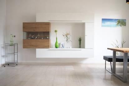 Nähe Lentia! Top renovierte, zentral gelegene Zweizimmerwohnung, 50 m² WNFL, Küche möbliert ohne Ablöse, 2. Liftstock. Parkplatz optional!