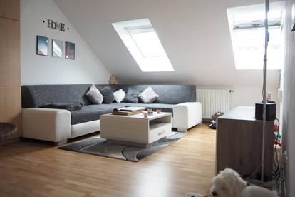 Schöne sonnige Dachgeschoßwohnung, 40 m² WNFL, 2 Zimmer im 3. OG ohne Lift, Küche möbliert ohne Ablöse!