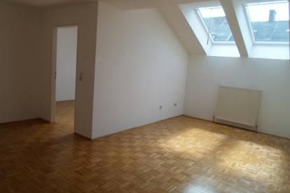 Goethestraße:Einfache, freundliche Dachgeschoßmaisonette, ca. 59m2 WNFL, 3 Zimmer, 3. Stock ohne Lift, nähe Musiktheater, nähe Bahnhof