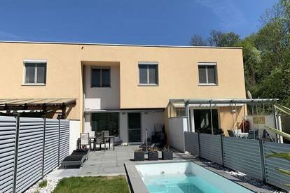 Tolles Reihenhaus in sonniger Grünruhelage, mit Terrasse, Pool und 2 Tiefgaragenplätzen in Linz-Ebelsberg