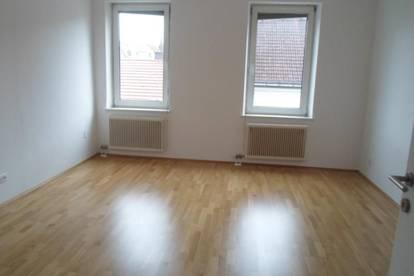 Urfahr/Hauptstraße: Hübsche, renovierte,  2-Zimmer-Wohnung, 63,90m2 WNFL, mit Loggia, 3.Stock, ohne Lift