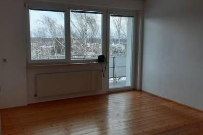 Einfache ,nette 2-Zimmerwohnung mit Loggia ,54m2  WNFL ,4.Stock mit Lift