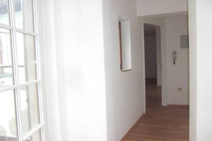 Ruhige 2 Zi. Wohnung mit Dach-Terrasse, 49 m² WNFL + 8 m² Terrasse inkl. Küche, nähe Stadtplatz
