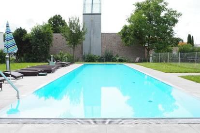 Wohnung mit Hotelcharakter! Gemeinschaftspool, 52 m² WNFL + 9,7 m² Balkon, teilmöbliert, Tiefgarage optional, 1.000 m² Erholungsfläche, barrierefrei!