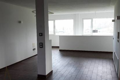 Henndorf - Neuwertige Büroeinheit in Toplage zu vermieten