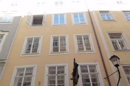 Traumhafte großzügige 2 Zimmer Altstadt Wohnung im Obersten Stock, Getreidegasse, Salzburg Stadt