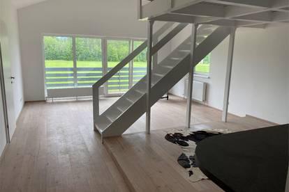 Wohntraum! 3 Zimmer Dachgeschoßwohnung Balkon direkt am Grünland in Traunkirchen am Traunsee