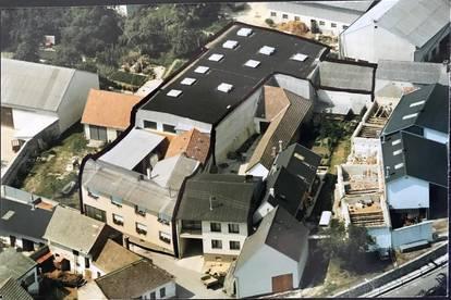 Wohnhaus mit großer Lagerhalle