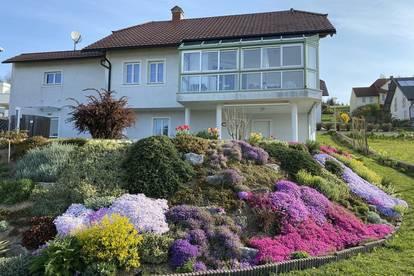 Wohnhaus mit wunderschönem Garten und Ausblick