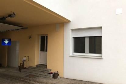 Erdgeschoß-Wohnung mit eigenem Eingang - 013092