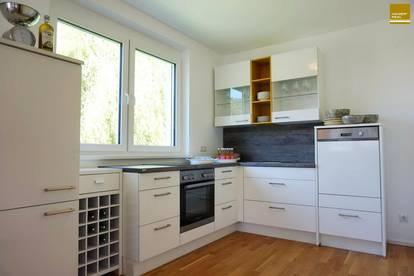 Wunderschöne 3 Zimmer-Balkonwohnung mit PKW-Carport