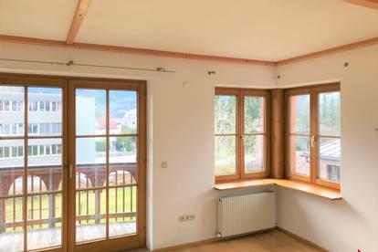 besondere 4-Zi.-Wohnung mit Balkon