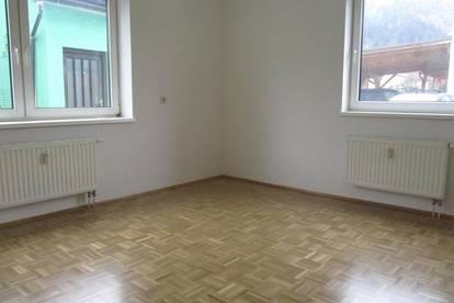 Nette Kleinwohnung mit Carport im Erdgeschoss in Bruck/Mur !