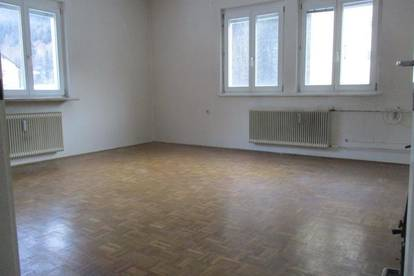 Geräumige 2-Zimmer-Wohnung mit kleinem Balkon in Thörl !