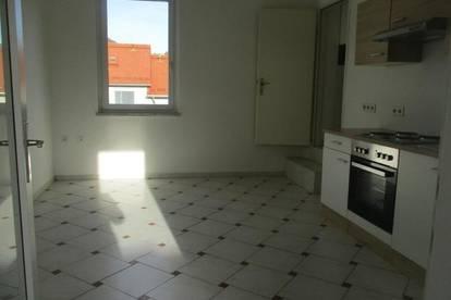 Zentrumsnahe 3-Zimmer-Wohnung mit Küche und Dachterrasse in Bruck/Mur !