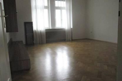 Geräumige 2-Zimmer-Altbauwohnung mit Küchenblock und Balkon in Bruck/Mur !