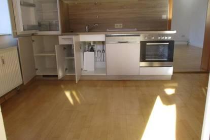 Gemütliche Kleinwohnung mit Küchenblock und Terrasse in Kindberg !