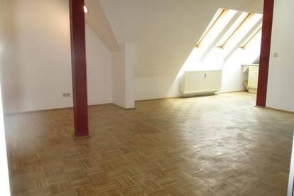 Zentrale 2-Zimmer-Dachgeschoßwohnung mit Küchenblock in Kapfenberg zu mieten !