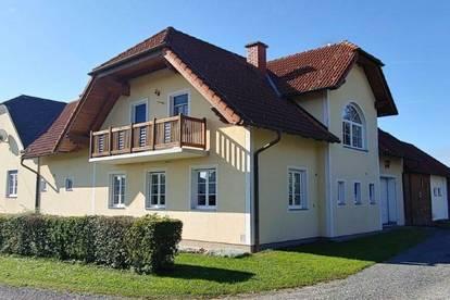 Schönes Großzügiges Familienwohnhaus mit Nebengebäude
